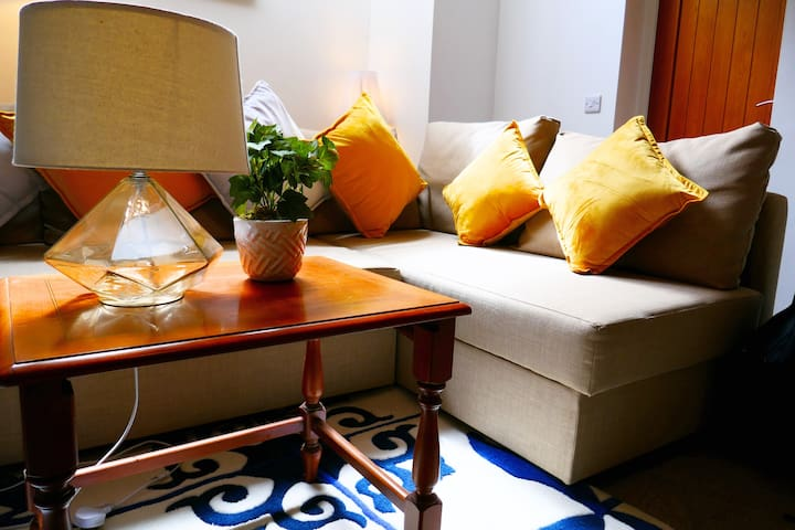 City, Studio apartment