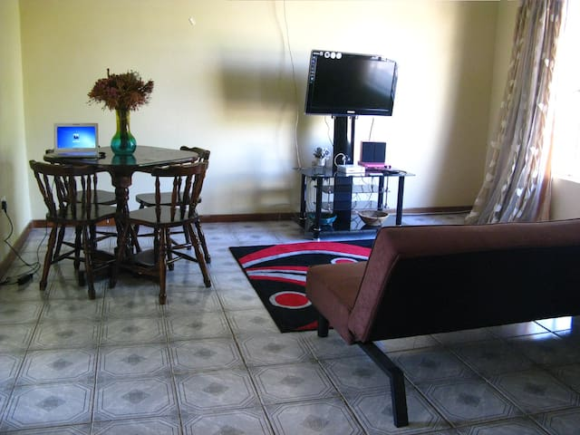 Tlokweng Holiday Home - Gaborone - House