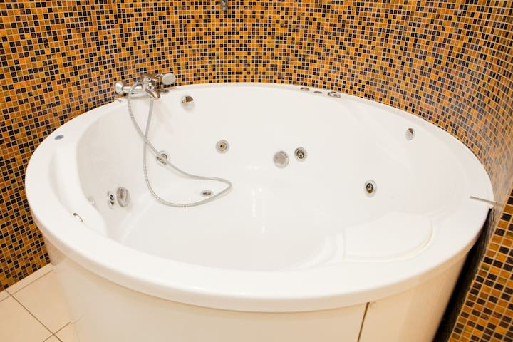 ★13/2,KRESCHATIK str. PANORAMIC VIEW/JACUZZI/WI-FI