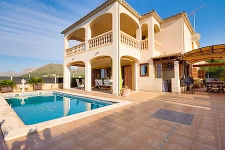 Chalet con piscina y vistas al mar. - Urbanització Montferrutx