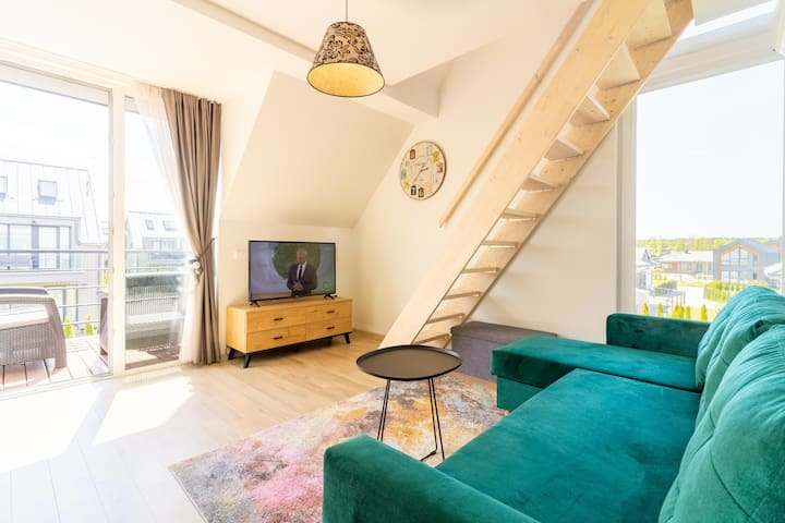 RAINBOW Apt w/Balcony By Cohost