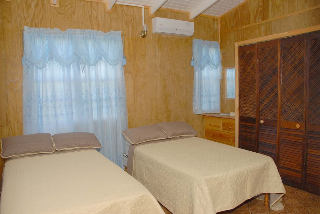 Double room with 2single beds and air condition