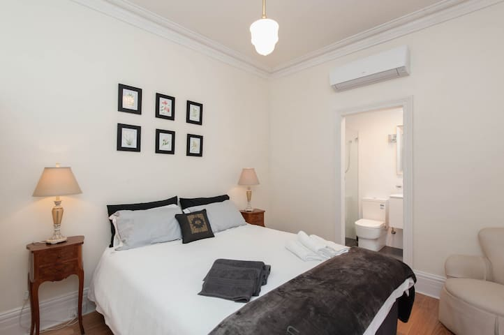 Cosy Calm Studio for 2 - Good Transp. FREE PARKING - Haberfield - Daire