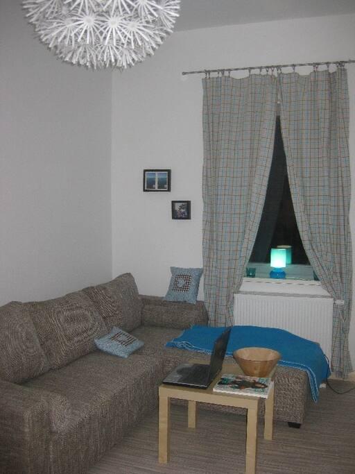 Das süße kleine Wohnzimmer, mit zusätzlicher Schlafcouch.