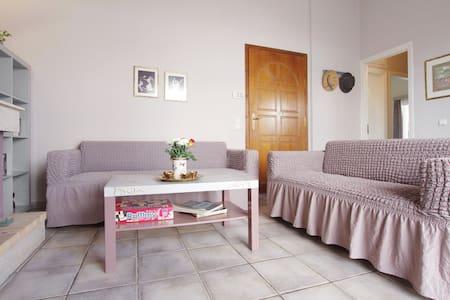 Ευχάριστο σπίτι πολύ κοντά σε Προαστιακό/Μετρό - Vrilissia