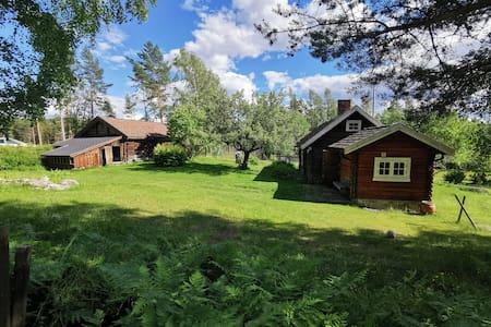 Sjarmerende husmannsplass og hytte