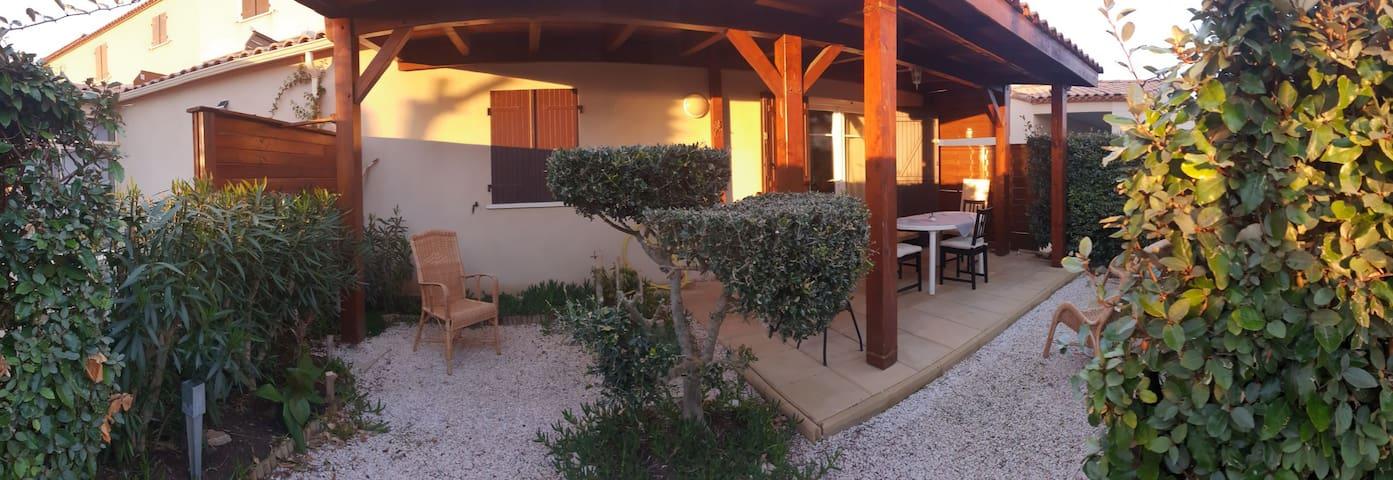 Appartement avec jardin et piscine