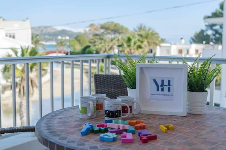YourHouse Riandgo holiday apartment overlooking the canal of Port d'Alcudia