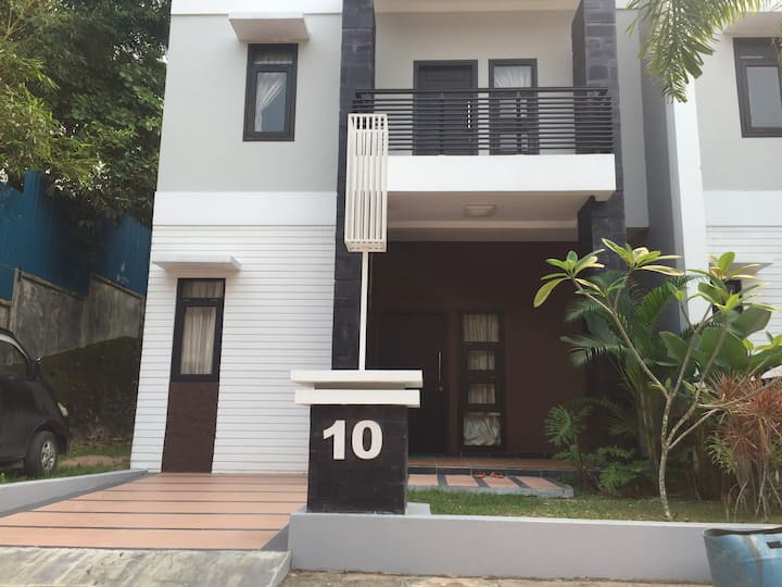 10 min Walk to NagoyaHill - 4BR, 12pax, FreePickup