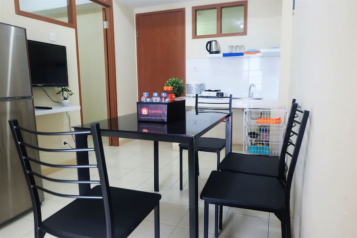 Cozy 2 BR Green Park View Apartment By Travelio - Cengkareng - Appartement