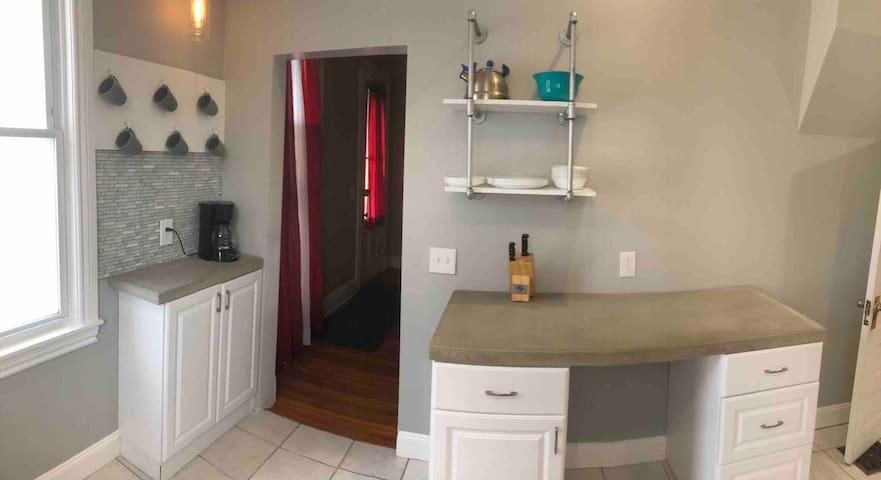 Whole Apartment Off Monroe 2
