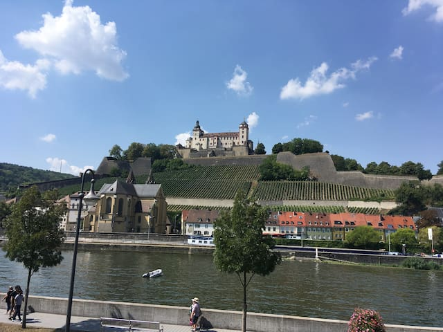 Süßes kleines AltstadtZimmer - Festungsblick (102)