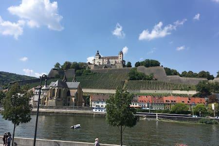 1_Süßes AltstadtZimmer - Festungsblick (102)