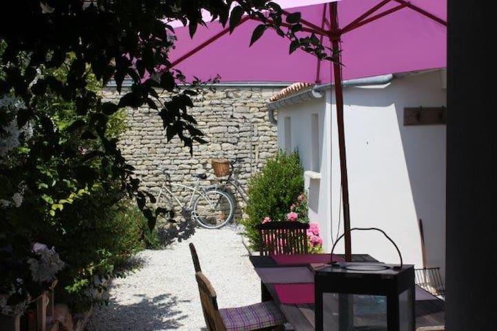 Maison de charme Ile de Ré, centre du village.