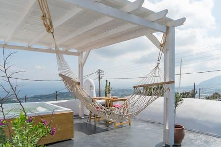 Dome Suite,heated Jaccuzi,Sea view in Firostefani!