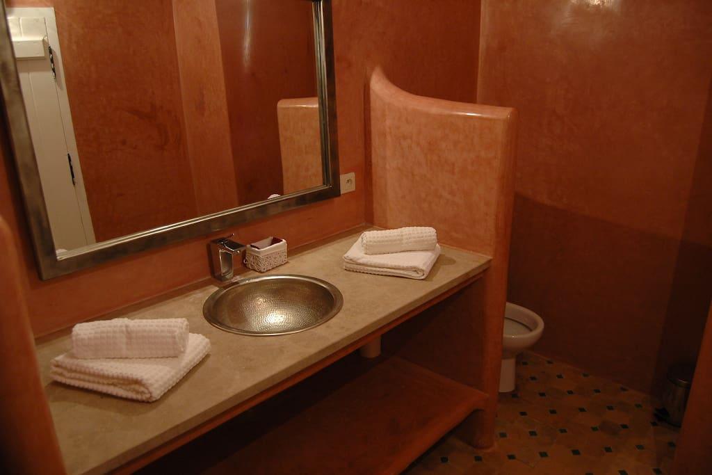 salle de bain de la chambre 2