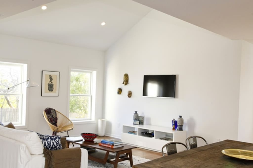 Bright and airy living room with vaulted ceiling.   Wifi, cable, Netflix