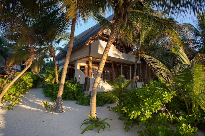Casa Bonita, stunning home right on Tulum Beach. - Tulum - House
