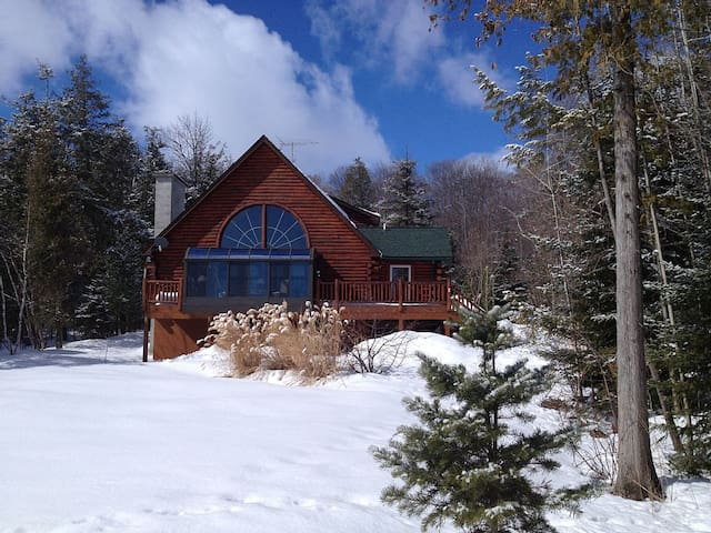 Lodge on Omena Point in Northport, MI - Northport - Huis