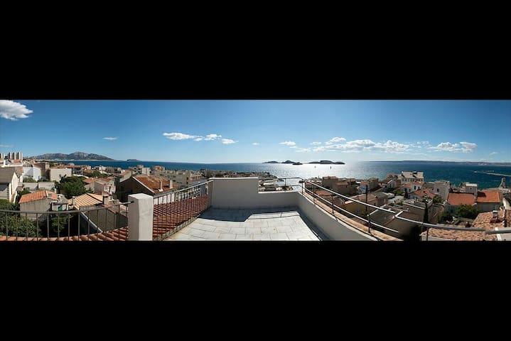 Grande chambre lumineuse vue mer - Marseille - Dům