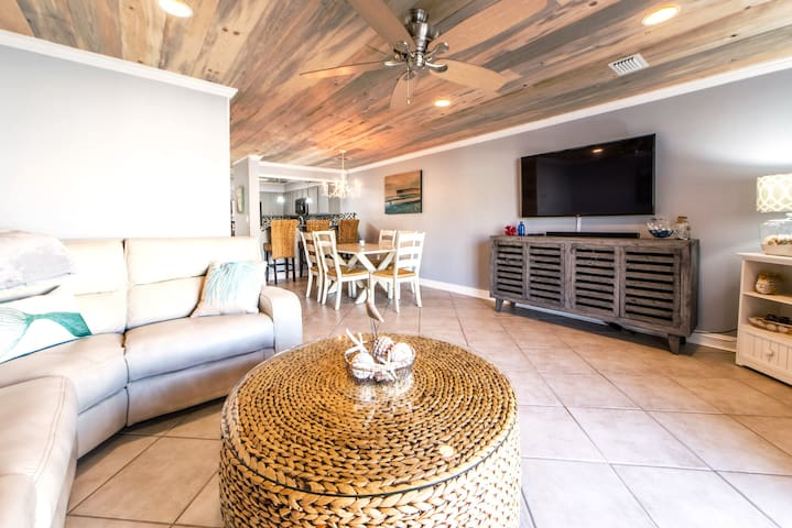 ☀Costa Vista Townhome #7☀2BR- Avail $1400/mo Nov-Feb! Gulf VIEWS! Remodeled
