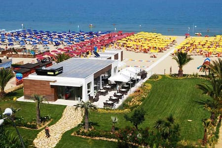Appartamento di design fronte mare - Alba Adriatica - Leilighet