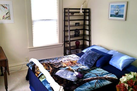 Spare Bedroom Erie Canal Home - Medina - 独立屋