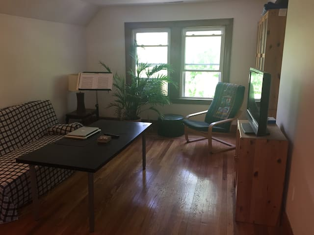 Beautiful 1-bedroom apartment close to Yale campus