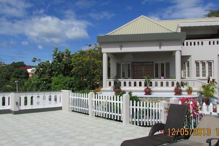 Casabella Grenada Double+ room - Lance aux Epines - Wikt i opierunek