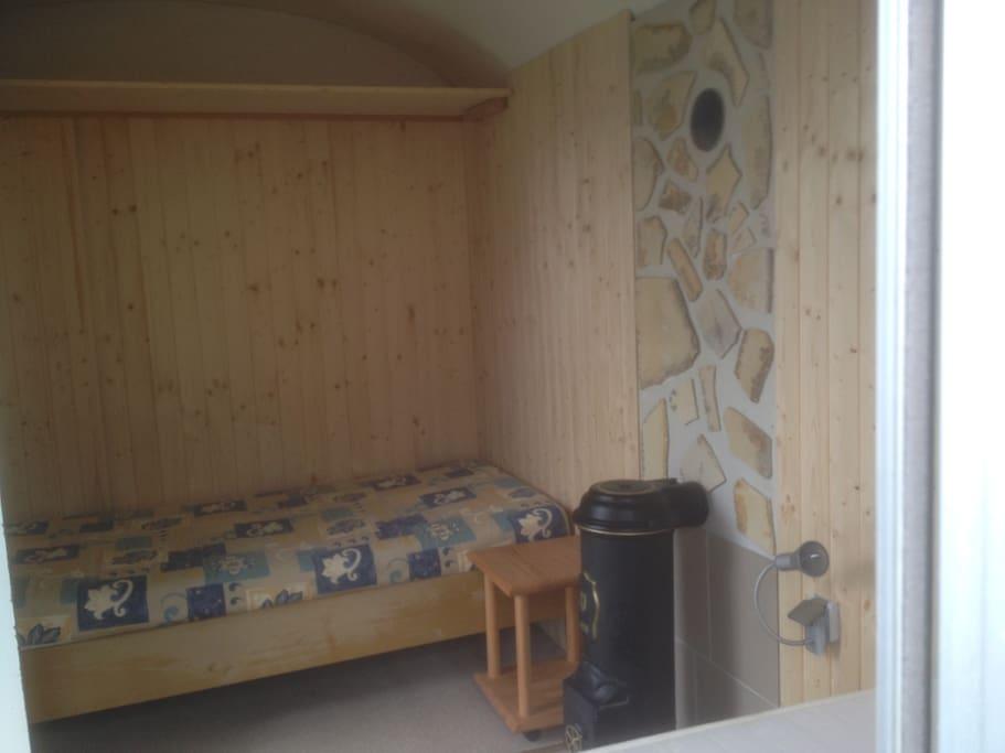 2 Betten im ausgebauten Bauwagen