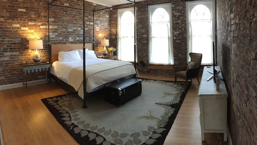 Stay Over Danville - Loft Retreat - Danville - Loft