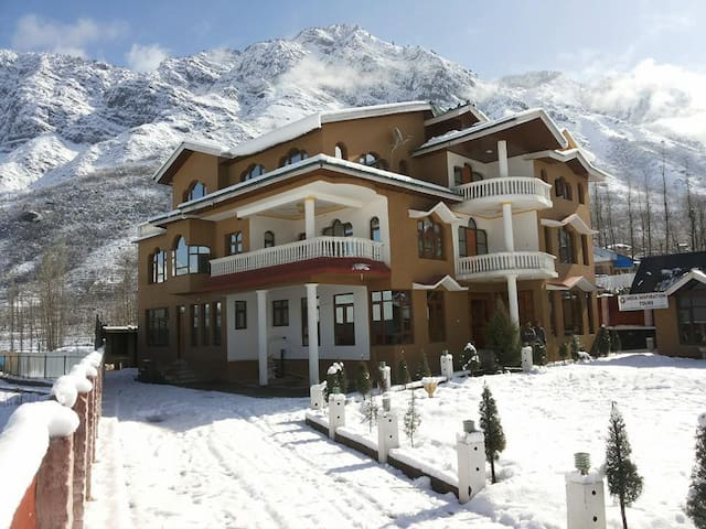 WELCOME TO HIMALAYAN RESORT - Srinagar - 家庭式旅館