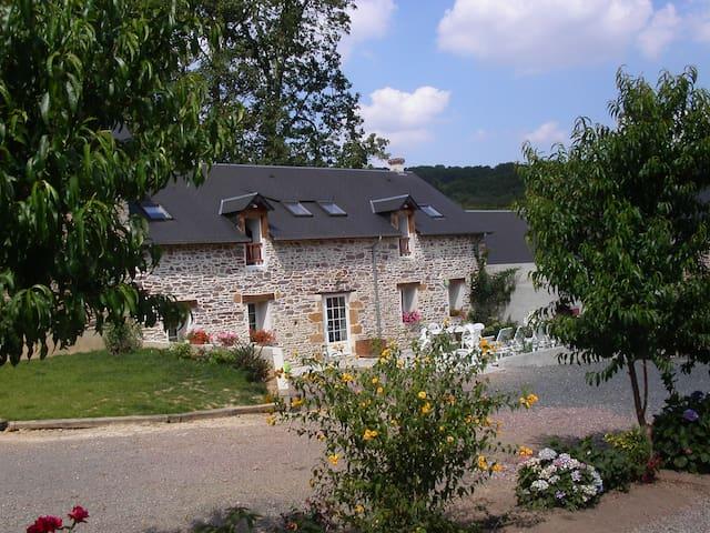 Gite de la Cour - Campandré-Valcongrain - Huis