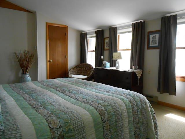 2nd floor Master bedroom w/ king bed