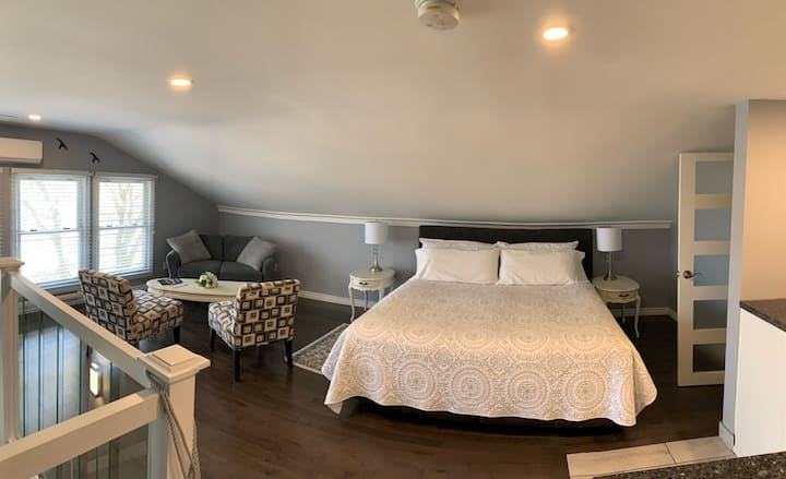 Willowmere Haven Bed & Breakfast- The Loft