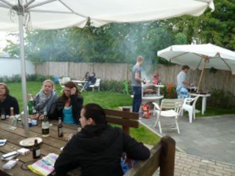Der Garten mit Grillplatz vom Gästehaus-Koblenz.