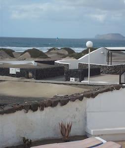 Bungalow TULIPA en Famara      - Тегиз
