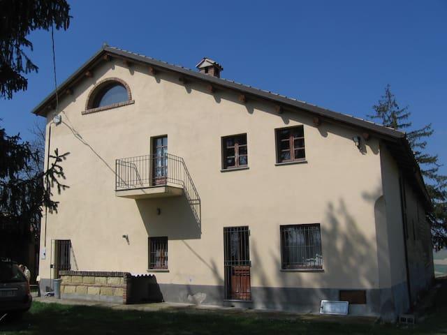 Moncalvo - Cascina Badia - Moncalvo - Casa