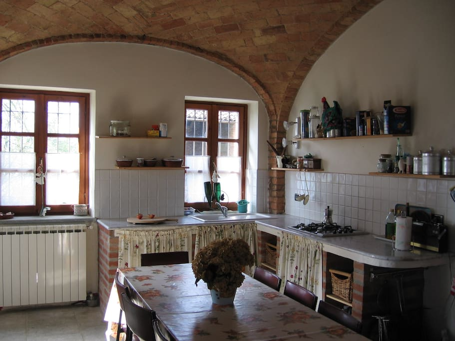 Cucina con soffitto a volta- Kitchen vaulted ceiling