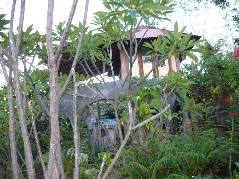 Bali natur zimmer bei einem einwohner h user zur miete for Traditionelles haus bali