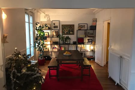 Typically Parisian apartment 904 sqft
