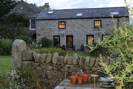 Large, light, lovely garden cottage - Huis