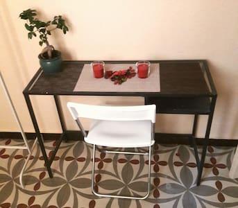 Cozy single room, nice area Barcelona - Barcelona - Bed & Breakfast