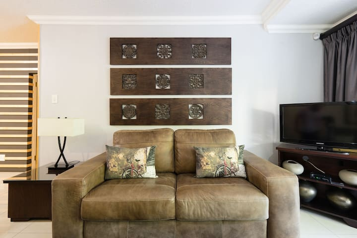 Relax in a Luxury Self-Catering Apartment in Stellenbosch - Jan Cats 5