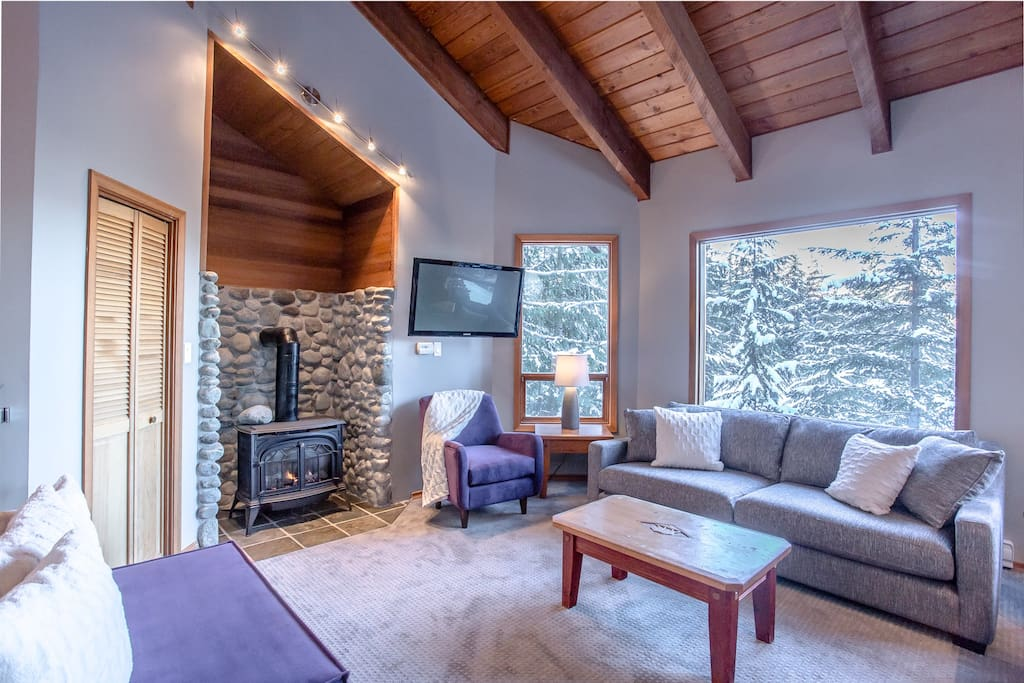 Aurora Lodge - Upper Living Room: Gas stove keeps everything cozy in the winter!
