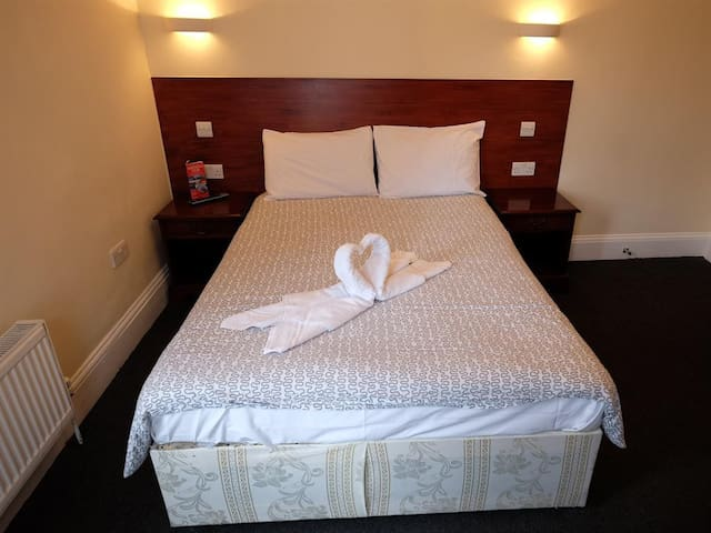 Double Room Shared bathroom- Charlotte Guest House