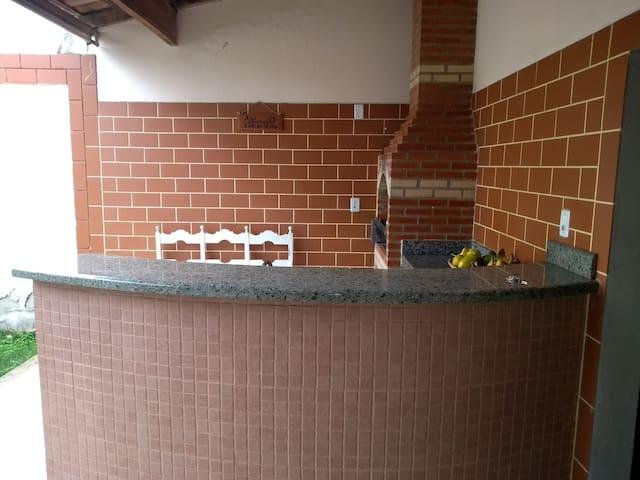 Casa  Inteira ( BAIRRO ARAÇÁ) LINHARES-ES