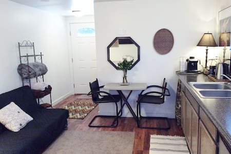 Parkside Studio Cottage*Long Term Stay Friendly - Redmond - Wohnung