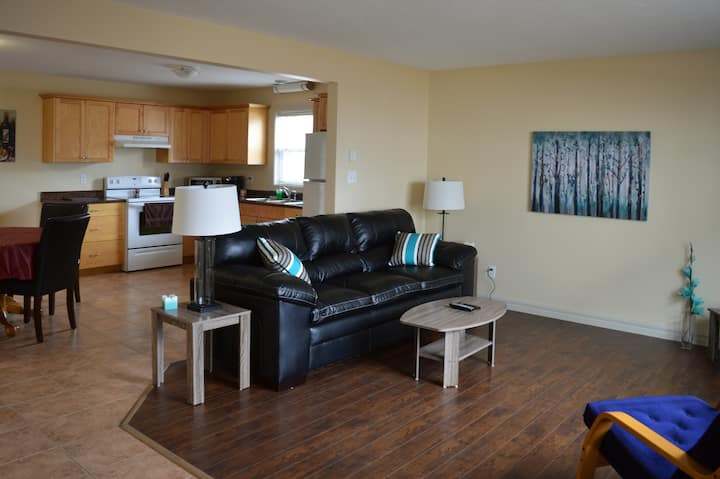 (80-5) Fully furnished 4 bedrm suite with 2 bathrm