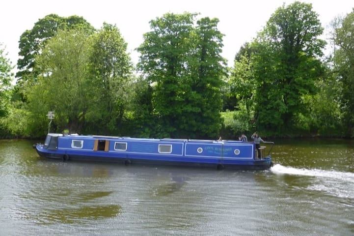 Slow it down and relax on a static narrow boat - The Gloucester and Sharpness Canal - Boat